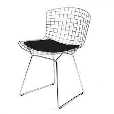 chaise de realisateur chaise chromée space avec coussin simili cuir noir