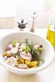 comment cuisiner les navets nouveaux rôti de porc aux navets nouveaux et pommes de terre confits au four