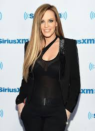 does jenny mccarthy have hair extensions jenny mccarthy goes brunette with blonde highlights