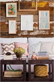 deco campagne chic campagne chic tables coussins revêtement mural bois tableaux
