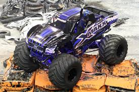 bigfoot monster truck driver traxxas x maxx driver cody holman crowned points champion traxxas