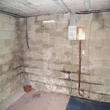 humidité mur intérieur chambre humidite mur humiditac dans les murs dune cave exterieur noirci à
