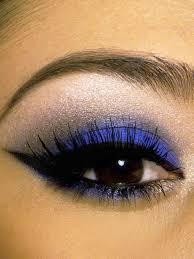 chic blue eye makeup idea
