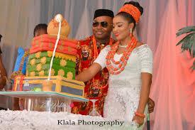 Traditional Wedding And Groom Cut Wedding Cake Ifeyinwa And Chidi Traditional Wedding Klala Photography Loveweddingsng Png