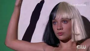 Sia Singing Chandelier Live Sia Chandelier Becomes While Performing Chandelier On Late