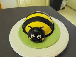 bumblebee cakes bake a licious bumble bee cake