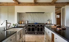 küche landhaus küche im landhausstil modern gestalten 34 raum ideen