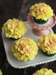 cupcake flowers tutorial how to pipe frosting flowers on cupcakes