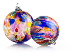 seacrest hosting pop up shop featuring glass blown ornaments by