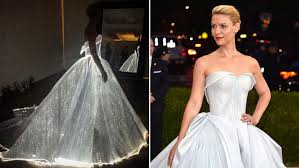 zac posen light up gown a glowing fibre optic dress is everything fashion lovers needed from