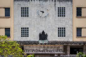 fidel castro the curious case of freemasonry in cuba the gran logia de cuba above the masonic crest the 12 hours are marked with