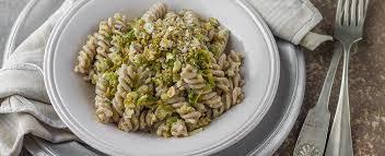 primo piatto con fiori di zucca ricetta pasta con i fiori di zucca agrodolce