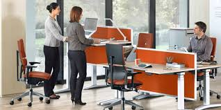 position assise bureau 4 bonnes raisons d adopter le bureau modulable assis debout