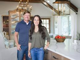 100 fixer upper stars hgtv personality chip gaines tweets