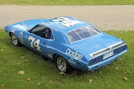 Dodge Challenger 1972 - inside the rarely seen mopar petty enterprises kit race car