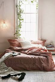Colors To Paint Bedroom by Best 20 Minimalist Bedroom Ideas On Pinterest Bedroom Inspo