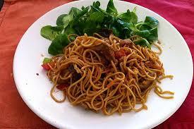 cuisiner des pates chinoises recette de wok porc légumes et nouilles chinoises
