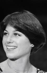 wedge stacked haircut in 80 s dorthy hamil just before the 1976 winter olympics dorothy hamill had her hair
