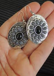 hanging earrings disc shaped hanging earrings in black silver modli