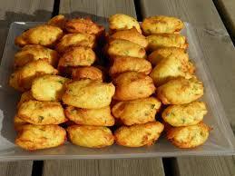 cuisiner portugais apéritif plat beignets de morue portugais bolos ou pasteis