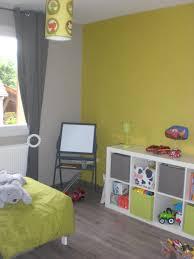chambre bébé taupe et vert anis couleur taupe et vert anis
