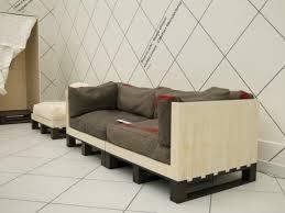 comment fabriquer un canapé faire un canapé en palette de bois