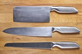 high carbon steel vs stainless steel knives gone outdoors