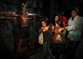 halloween horror nights chainsaw halloween horror nights 2010 review hollywood gothique