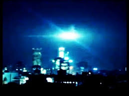 bright flashes of light in eye strange flashes in the sky youtube