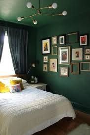 emerald green interior decor trends inspiration color combos