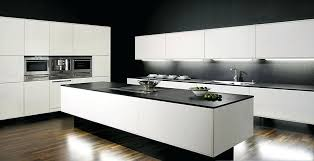 cuisine avec piano central bloc cuisine avec electromenager cuisine contemporaine avec arlot