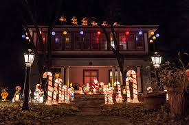 zoo lights memphis 2017 these 10 houses in iowa have the best christmas lights ever