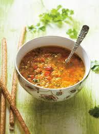comment cuisiner les poivrons rouges soupe aux lentilles et aux poivrons rouges ricardo