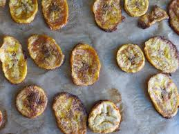 cuisiner banane plantain chips de banane plantain au four paléo une cuisine à part
