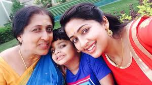 navya nair family photos with husband son parents and brother