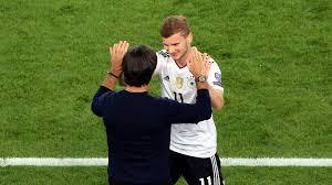 Wohnzimmerm El F Senioren Fußball Nationalmannschaft überglücklicher Werner Bedankt Sich