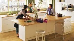 ilot central cuisine bois îlot central grand plan de travail cuisine bois blanc inspiration