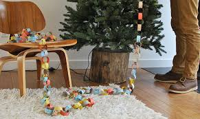 diy rustic christmas tree stand brings an eco friendly holiday