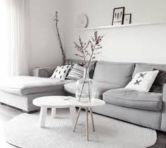 canape gris et blanc un salon en gris et blanc c est chic voilà 82 photos qui en