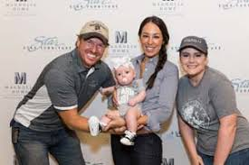chip and joanna gaines draw crowd at star furniture home