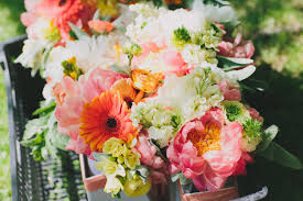 finding flowers for your wedding how to avoid a diy disaster