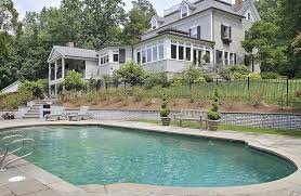 does a pool or tub add value to a home
