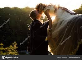 baise dans la chambre marié baise une mariée tenant sa siège à la chambre