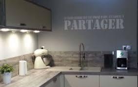 decoration mur cuisine idée déco cuisine avec les stickers idzif réalisez une décoration