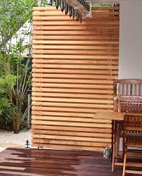 holzbelag balkon sichtschutz holz balkon outdoors pergolas gardens