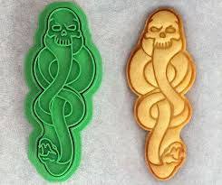 cookie cutters 9 magical harry potter cookie cutters that you can buy on etsy