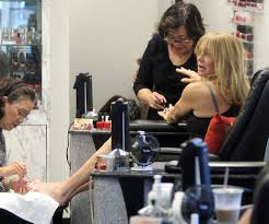goldie hawn photos photos goldie hawn getting her nails done in