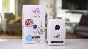amazon com petzi treat cam wi fi pet camera u0026 treat dispenser