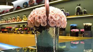 flower shop onlyroses madonna s favorite flower shop to open in beverly