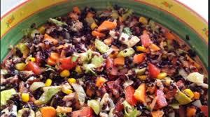 cuisine salade de riz salade de riz au poulet légumes fromages et oeufs durs comme
